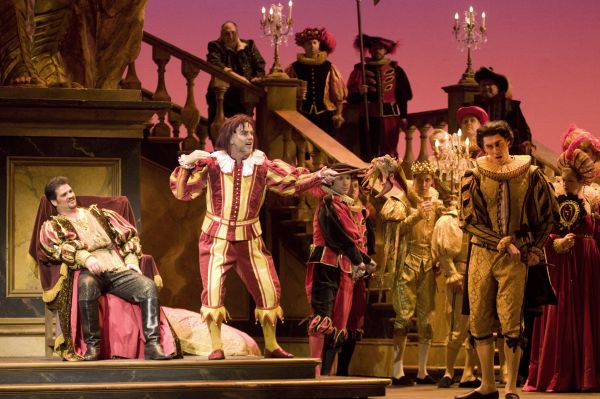 a description of rigoletto a set in the sixteenth century and takes place in mantua italy